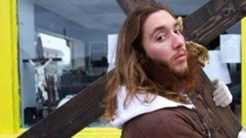 jesus busted for blocking apple store aisle with cross