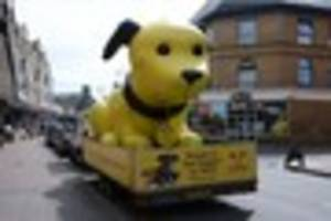why is there a giant yellow dog in tunbridge wells?