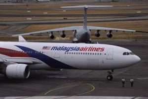 two pieces of debris 'almost certainly' from malaysian airlines flight 370