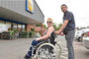 taxi driver helps woman with broken leg shop in lidl and tesco
