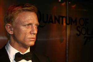 daniel craig done with james bond; 'survivor' winner; 'austin powers 4': am buzz
