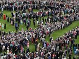 can you spot the duke and duchess of cambridge hidden in the crowds at buckingham palace?