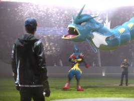 a lot of people had police run-ins when they played the game 'pokémon go' is based on