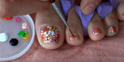 This Pretty Summer Pedicure Features Flowers & Butterflies