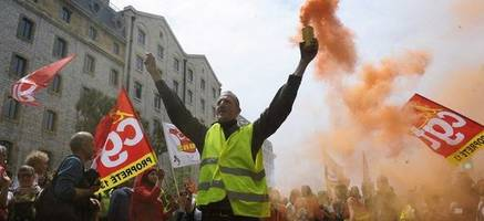 i'm going to stick with this right to the end - french president hollande threatens union protesters