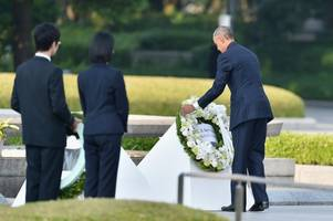 [Video] Obama Hugs and Shakes Hands With Hiroshima Survivors During Historic Trip