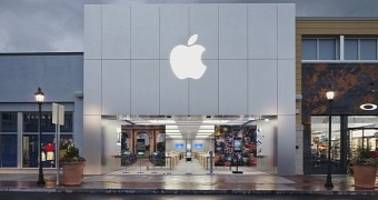 apple employee reveals why death threats are nothing unusual for store staff