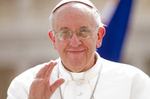 Pope Francis praises beauty videos during Vatican meeting with YouTube stars