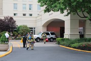 long island hotel engineer seriously burned in electrical explosion