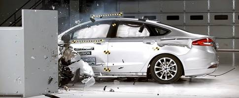 2017 ford fusion excels in iihs crash tests, receives top safety pick+ award