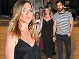 jennifer aniston puts pregnancy rumours at rest with justin theroux on a date night