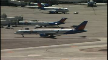 Plane bound for Indy makes emergency landing in Vegas
