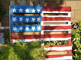 DIY Pallet Flag is Perfect, Easy Pinterest Holiday Craft for 4th of July Fun