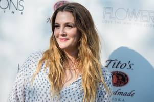 drew barrymore eyes talk show pact with warner bros.