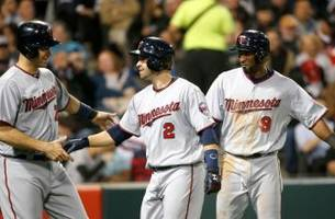 dozier's homers power twins to win over white sox