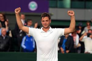 Andy Murray urges pal Marcus Willis to do an Iceland beat Roger Federer