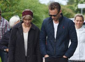 taylor swift and tom hiddleston make out in rome, fans say their romance is 'staged'