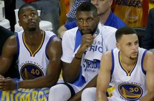 Warriors make qualifying offers to Barnes & Ezeli but decline to offer 2 others