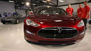 a tesla driver was killed in a crash while using autopilot