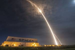 These are the spectacular photos from last night's SpaceX rocket launch and landing
