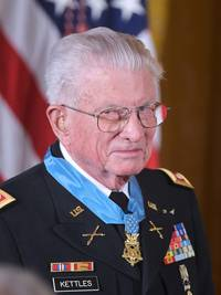 medal of honor awarded to vietnam veteran charles kettles