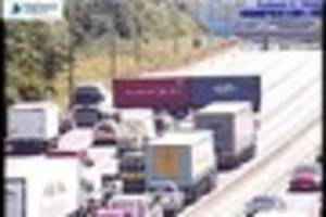 live: long delays on m25 near brentwood as lorry jackknifes