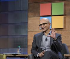 wall street loves microsoft again because it's not shrinking as fast as it used to (msft)