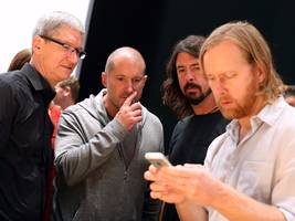 it's hard to find the button to turn off music shuffle on apple's new iphone software and people are bewildered (aapl)