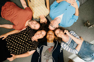 'don't think twice' review: mike birbiglia charms on both sides of the camera