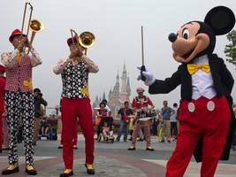 One top trader hit Disney World for vacation and saw the 2 biggest stories in the global markets in plain sight (DIS, EUR, USD, DXY, NTDOY)