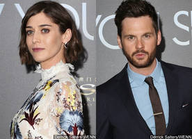 lizzy caplan is engaged to boyfriend tom riley