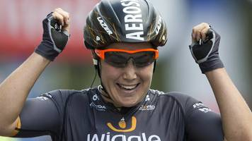 Chloe Hosking sprints to La Course victory in Paris