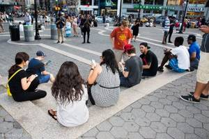we went to a pokémon go meetup and found out why everyone is so obsessed with the game