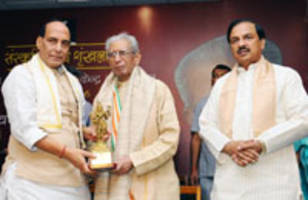 Rajnath lauds contribution of Hindi litterateur Namvar Singh