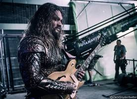 Jason Momoa's Aquaman Is a Rock King in 'Justice League' New Set Photo