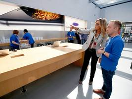 apple's retail boss thinks apple stores should be a social 'gathering place'