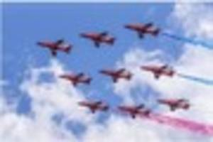 Red Arrows delight Dawlish Carnival crowds