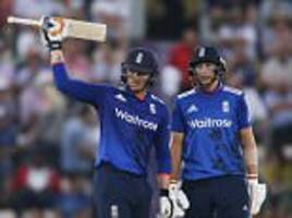 England win rain-affected ODI thanks to runs from Jason Roy and Joe Root after limiting Pakistan to 260
