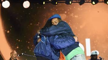 snoop dogg and wiz khalifa sued after railing collapse at concert