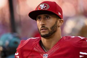 Niners QB Kaepernick Refuses to Stand for US National Anthem in Protest