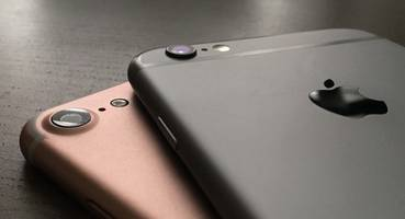 apple 'airpods' pop up again, suggest wireless sound for iphone 7