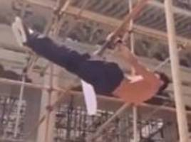 young construction worker wows the web with his death-defying acrobatics on scaffolding