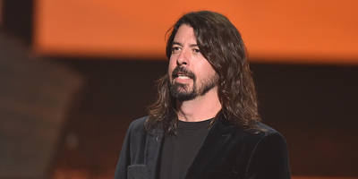 dave grohl's mom interviewed dr. dre, amy winehouse, haim's moms for new book
