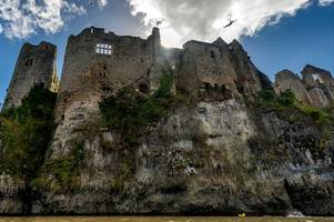 this cliff diver just jumped head-first off chepstow castle's 26m walls