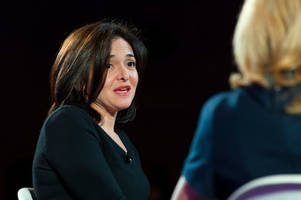 sheryl sandberg admits facebook messed up its handling of 'napalm girl' photo