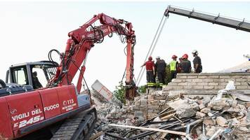 italy earthquake toll rises to 297 after two die in hospital