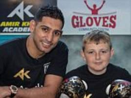 amir khan meets aspiring young boxer who beat cancer and now wants to fight in the paralympics