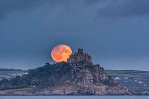first pictures of harvest lunar eclipse as phenomenon is viewed from uk for last time until 2024
