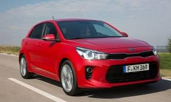 2017 Kia Rio (YB) Poses For the Camera In Real-Life Photos