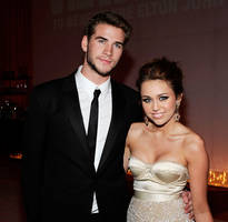 miley cyrus, liam hemsworth spotted during romantic date night in new york